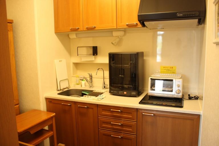 各部屋専用のキッチン。食器もご用意いたしております。